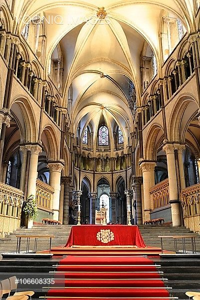 Choir with altar area, Canterbury Cathedral, Canterbury, Kent, England, United…