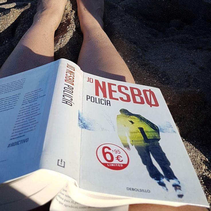 Catching up with Jo Nesbo . . #readingatthebeach #jonesbo #policía #harryhole #jonesbøpolicía #jonesbø #jonesbøpoliti
