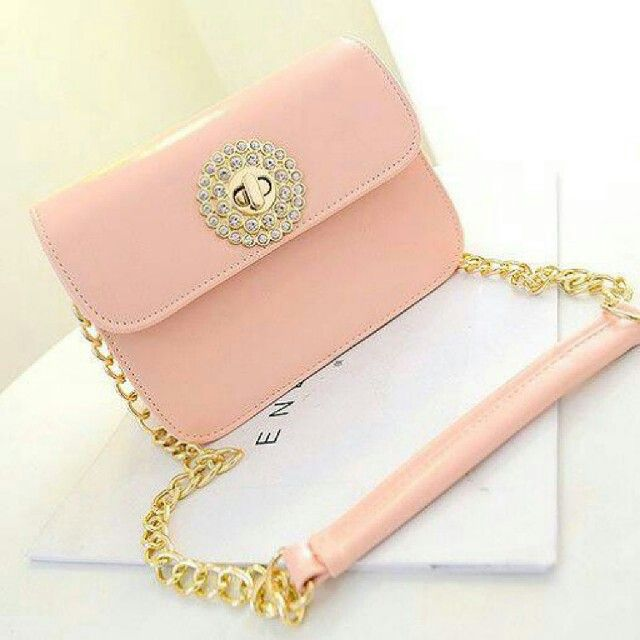 Kode: AF20503 Warna: pink Bahan: kulit pu Harga: 196 rb Ukuran : 18x22x10 cm