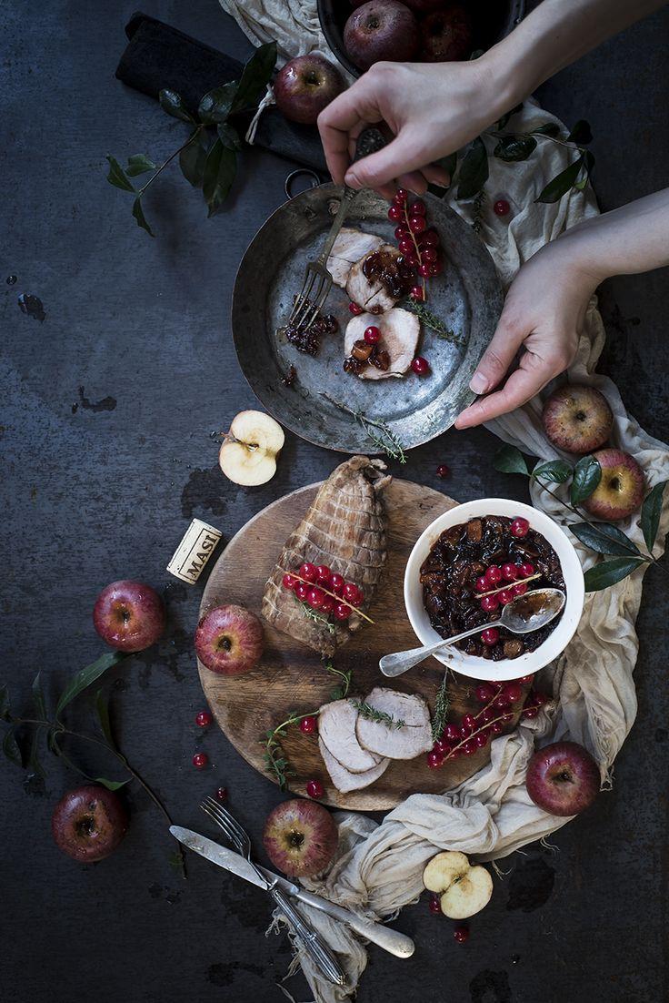 Arrosto di maiale con chutney di mele e ribes, un secondo piatto elegante e originale che piacerà ai vostri ospiti. La carne sarà tenerissima