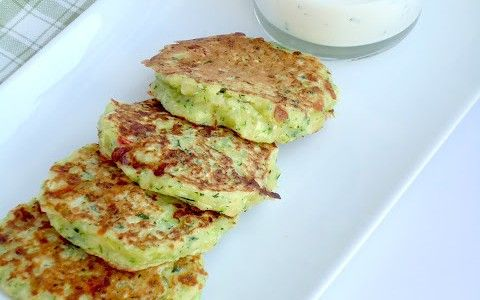 Courgettekoekjes met yoghurtdip - Uit Paulines Keuken