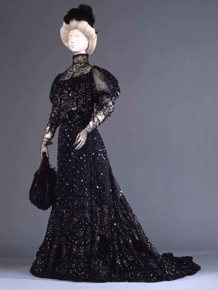 Early 20th century - Evening dress - Silk Leavers lace,silk imitation Chantilly lace, velvet, silver sequins, black sequins, chenille, glass seed beads, taffeta, organza