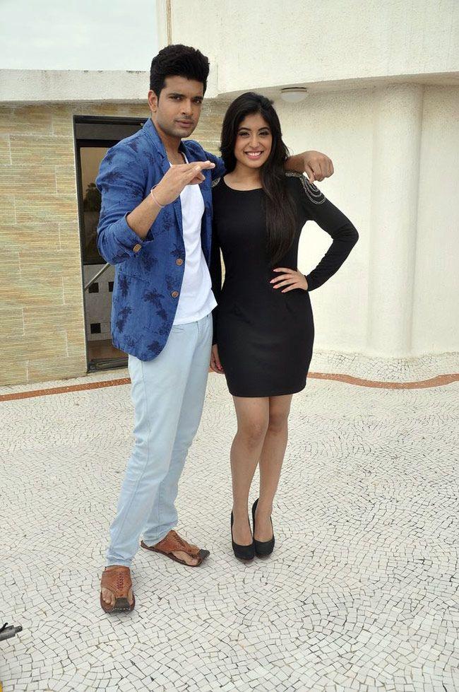 Kritika Kamra and Karan Kundra spotted shooting for MTV Webbed 2. #Bollywood #Fashion #Style #Beauty