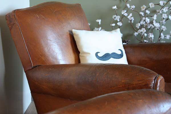 pour mes jolis mômes   mustache pillow