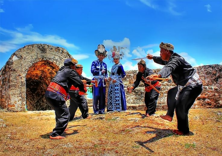 traditional dresses Gorontalo