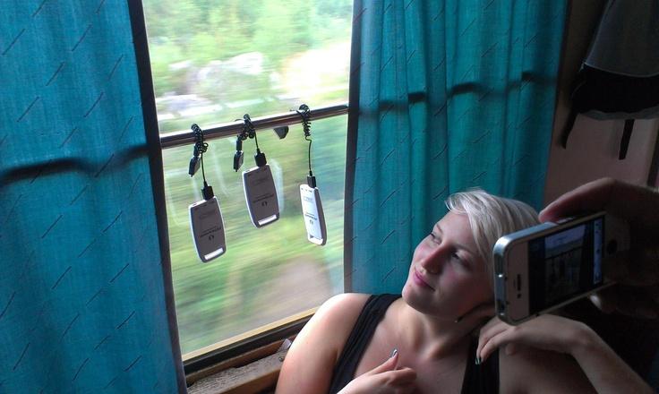 Försöker ladda sina solceller på tåg från #sswc