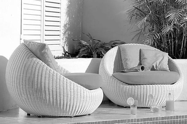 White Wicker Outdoor Lounge Chair