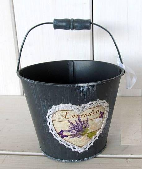 Plechový obal na květináč s levandulí