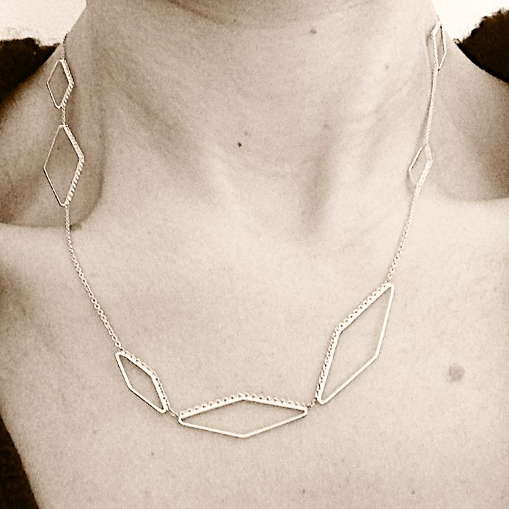 Contour Trapezoid necklace in 18 ct gold.