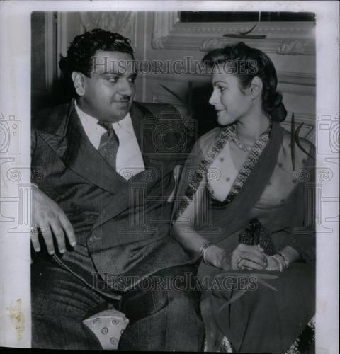 Maharaja of Jodhpur Hanwant Singh with second wife Sandra Mcbryde at a party in Bombay in 1949. She was working as matron in Bombay nursing home, when they met at a party. He invited her to jodhpur. They married in Sept.1948 and Sandra took name Sundari Devi. They divorced after a tempestuous and brief union. In 1952 when he died she was only 23. She left Jodhpur then & return to England where she spent the rest of her life as a nurse. She never remarried - <3 Rhea Khan