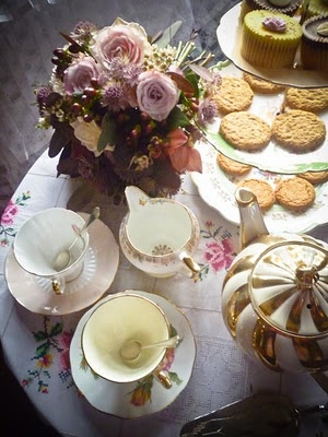 Vintage china hire by Itsy Bitsy Vintage.