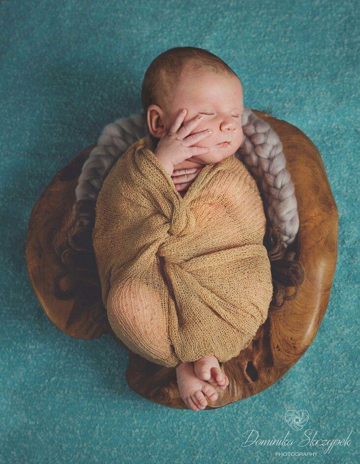 Natural artistic newborn photography