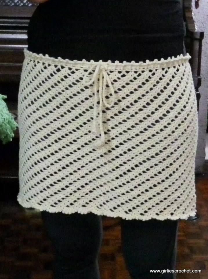 This is a free crochet skirt pattern that can use as a cover-up skirt for the beach with easy photo tutorial.