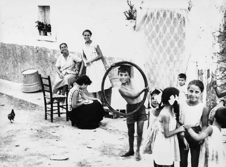 Festivi e domeniche esclusi   Mario Giacomelli