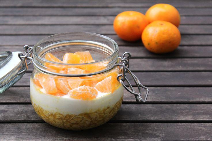 Bei unserem heutigen Rezept für Overnight Oats dreht sich alles um Mandarinen. Gibt es für euch auch diesen einen Moment, an dem die Vorweihnachtszeit beginnt? Für michsind es definitiv die ersten…