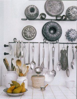 Clever way to display your vintage (and modern) cake pans
