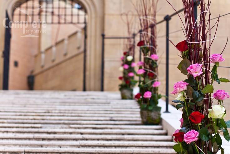 Výzdoba na jazdeckých schodoch bojnického zámku        Zámok Bojnice, Bojnice Castle, Slovakia (foto: P3GUE.sk) #bojnicecastle #bojnice #museum #muzeum #slovensko #slovakia #history #castle #wedding #love #romantic #svadba #svadbanazamku