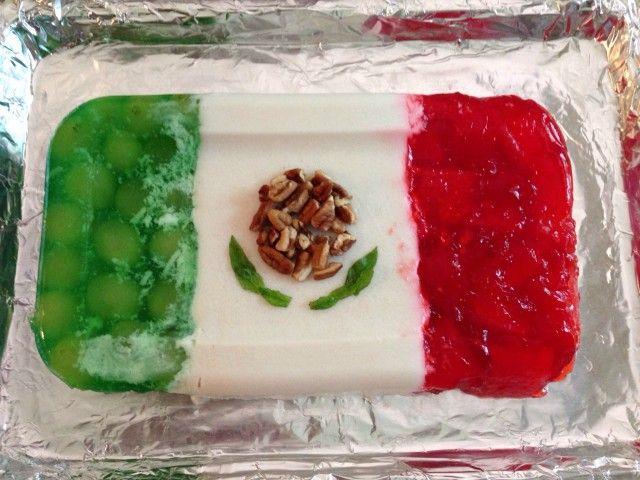 Gelatina de la bandera de México. Ver receta: http://www.mis-recetas.org/recetas/show/73441-gelatina-de-la-bandera-de-mexico