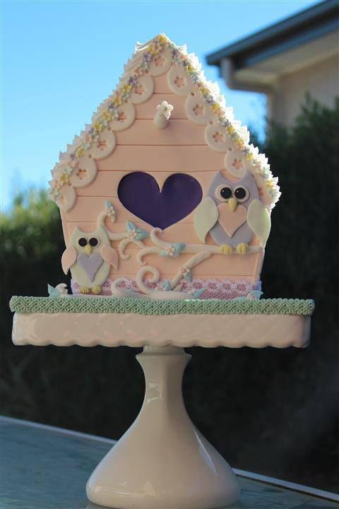 Too Cute, a birdhouse cake!