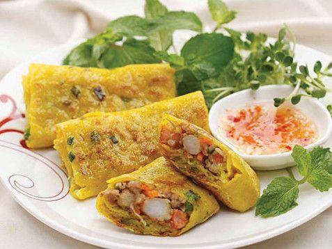 """Estos """"crepes"""" vietnamitas son deliciosos. Crujientes por fuera y blanditos por dentro y con el relleno que más nos apetezca. Eso sí, imprescindible comerlos mojandolos en Nuoc Cham ( una salsa de pescado vietnamita)."""