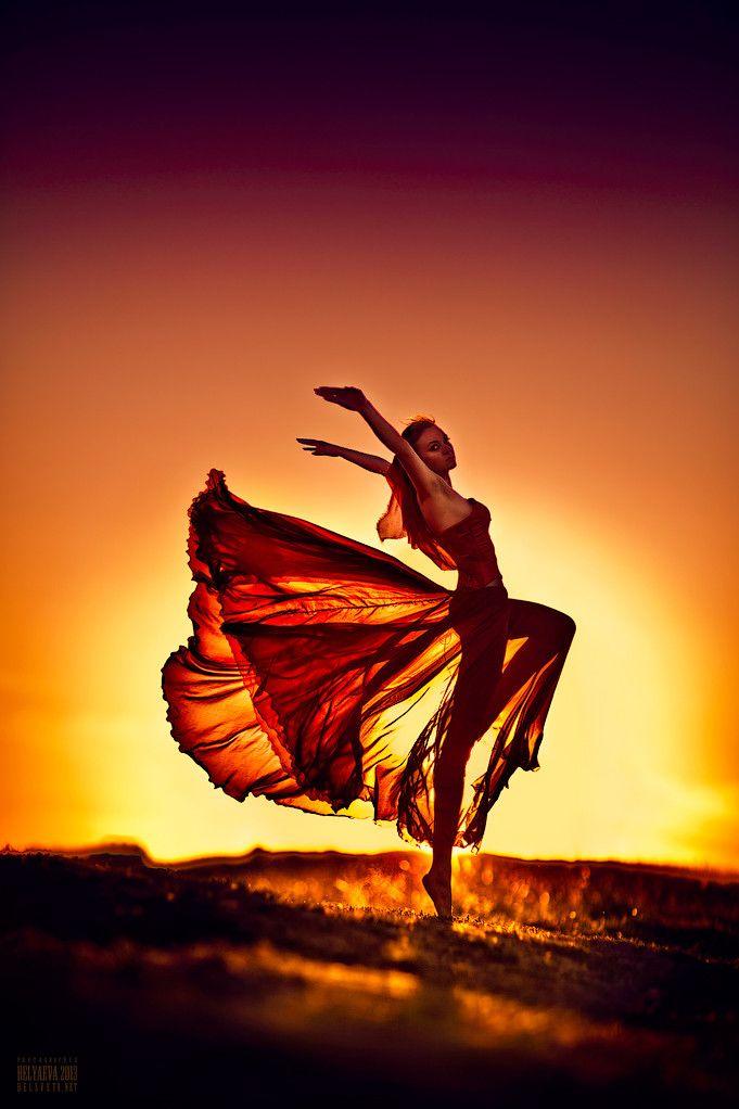 ♀ feminine beauty dance in sunset