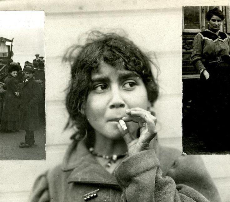 Zigeunermeisje rookt sigaret / Gypsy girl smoking cigarette (1912)