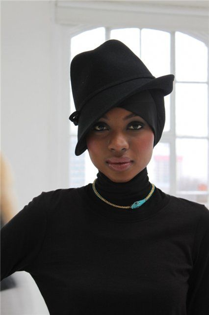 Love this edgy all black hat with the hijab look! #hijabi #style #fashion