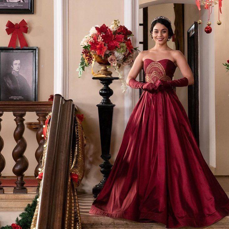 A Royal Christmas Ball Trailer.Netflix Film The Princess Switch Trailer Co Movies I