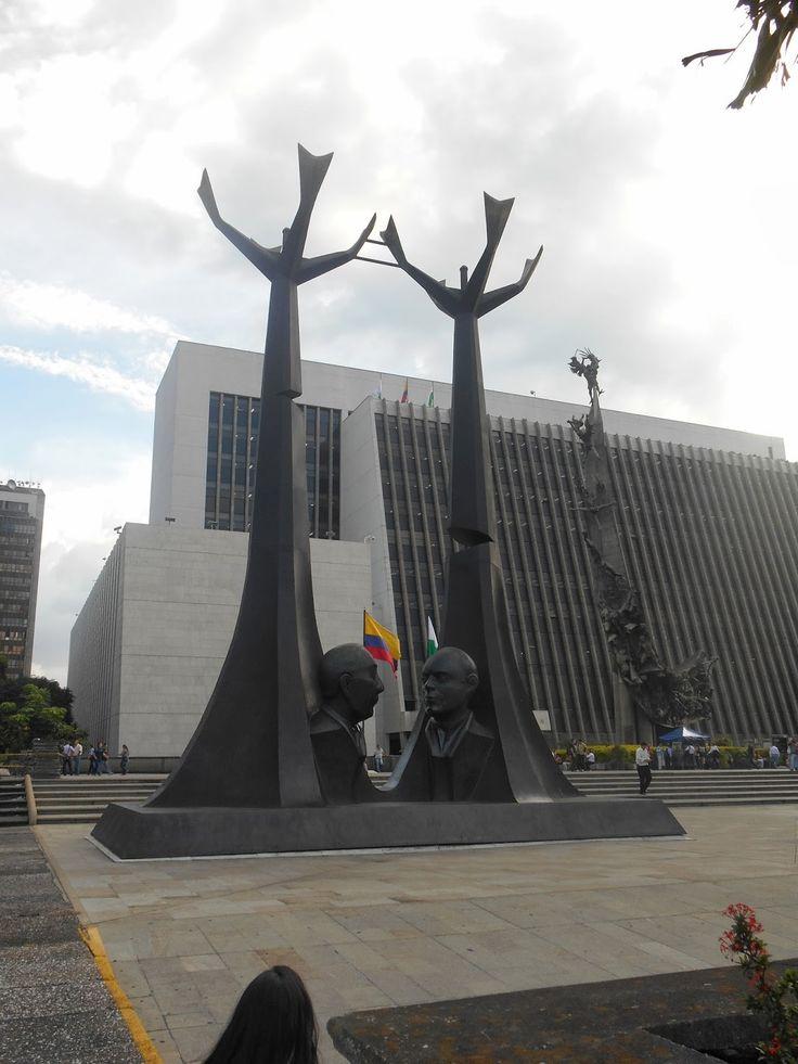 Homenaje a los Doctores Gillermo Gaviria y Giberto Echeverri. Salvador Arango Medellin - Colombia