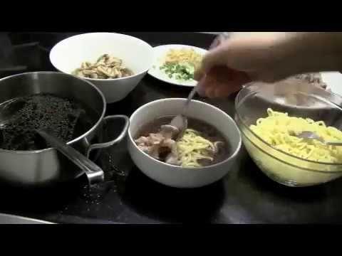 Siamo tornati con una #ricetta salata che vi scalderà il cuore: la #ramen #soup🍜🍜 la famosissima #zuppa #giapponese per iniziare questo #2017 alla grande! Su www.rosapompelmo.it trovate la ricetta completa! // We're back with this wonderfull and super #yummy ramen soup! 🍜🍜An #amazing way to start the year! You can find the #recipe on the #blog: www.rosapompelmo.it  #foodblog #food #japanesefood #recette #japanaise #porc #pork #maiale #soupe #foodnetwork