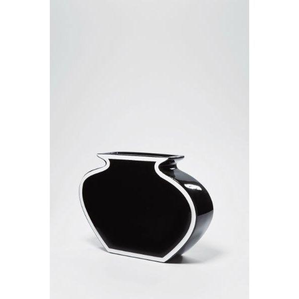 Βάζο Frame Black 25 Ένα κομψό και ελκυστικό βάζo, σε όμορφη μοντέρνα γραμμή, ταιριάζει στο ράφι, στο μπουφέ ή στο τραπέζι ακόμη και χωρίς λουλούδια. Υλικό: πήλινα σκεύη.