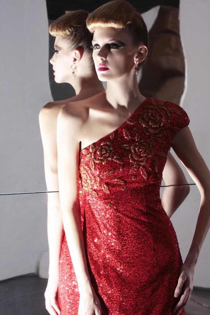 rouge satin line a robe de soir e robe de c r monie. Black Bedroom Furniture Sets. Home Design Ideas