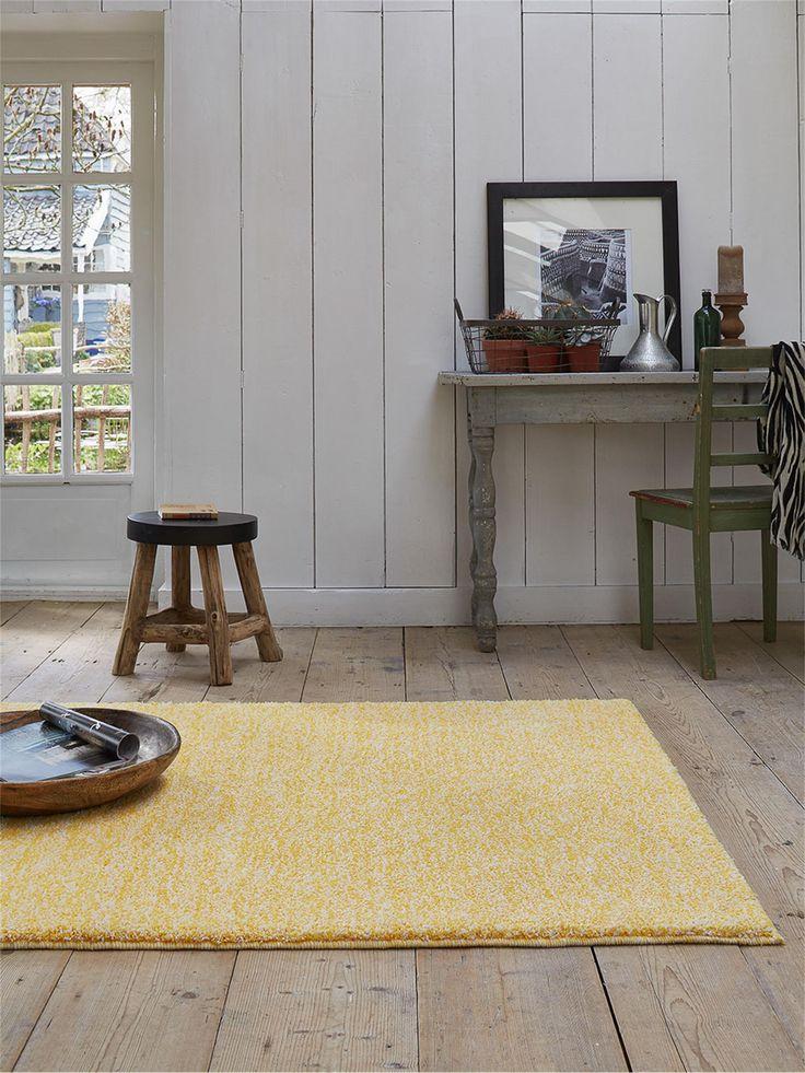 http://www.benuta.de/teppich-homie-gelb.html Gelb bringt sowohl Farbe, Leben, als auch Wärme mit in ihr Haus. Mit so einem Teppich kann man gemütlich wohnen fast garantieren. ->Teppich Homie von Esprit
