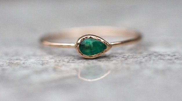 Goldringe - Smaragdring in 14K Gold, Smaragd Verlobungsring - ein Designerstück von arpelc bei DaWanda