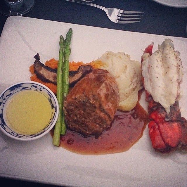 On est gâté! Filet mignon et queue de homard. #aml #undimancheaparis