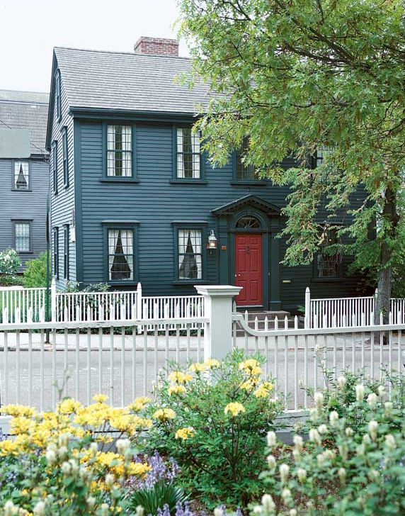 Picket fences along a street in Newport, R.I., are shaped rather than flat. Styles reflect neoclassical motifs. Photo: Eric Roth
