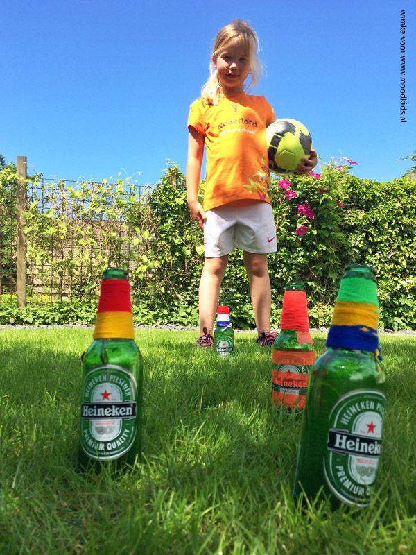 wk flessen-voetbal spel kinderen