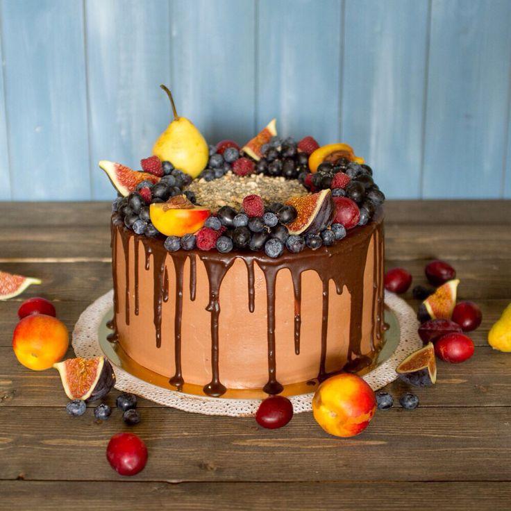 Шоколадно-вишневый #торт. Внутри влажный #шоколадный #бисквит, шоколадный…