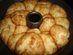 Τσουρεκοκεικ με ζαχαρη και κανελα! Εγω μόνο που το βλέπω θέλω να μπω στην οθόνη!!!Πολύ λαχταριστό!!! Για τη ζύμη…. 100 γρ ζαχαρη, 125 γρ λιωμενο βούτυρο, 2 μεγαλα αυγα, 200ml χλιαρο γαλα ,2 κουταλακια κανελα, 2 βανιλιες, 1 φακελακι μαγια, 1/2 κουταλακι αλατι, 1/2 κιλο αλευρι για ολες τις χρησεις,(ισως και …