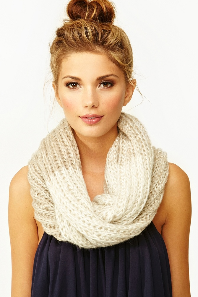 Fade Out ScarfHair Colors, Nature Makeup, Infinity Scarf, Hair Makeup, Pretty Makeup, Messy Buns, Scarves, Neutral Scarf, High Bun