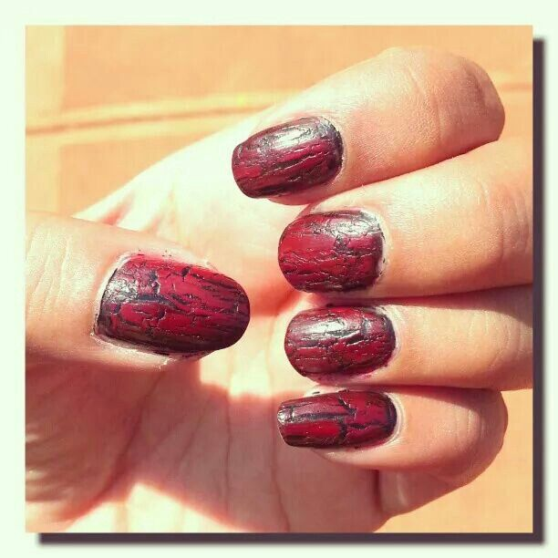 Nail Art: blood red crackle effect