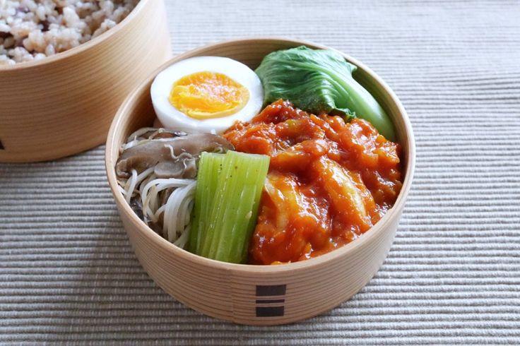 小豆玄米220g、海老チリ、青梗菜塩茹、にぬき、椎茸ビーフン、セロリ中華ピクルス