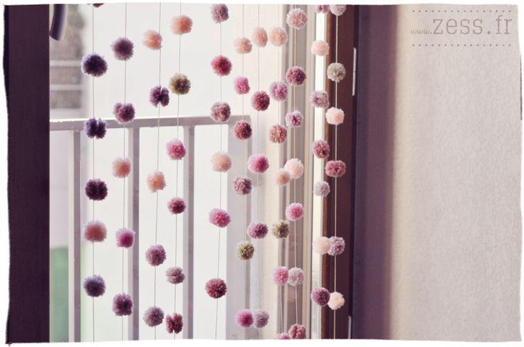 tuto diy rideau pompons  http://www.zess.fr/diy-un-rideau-de-pompons/#