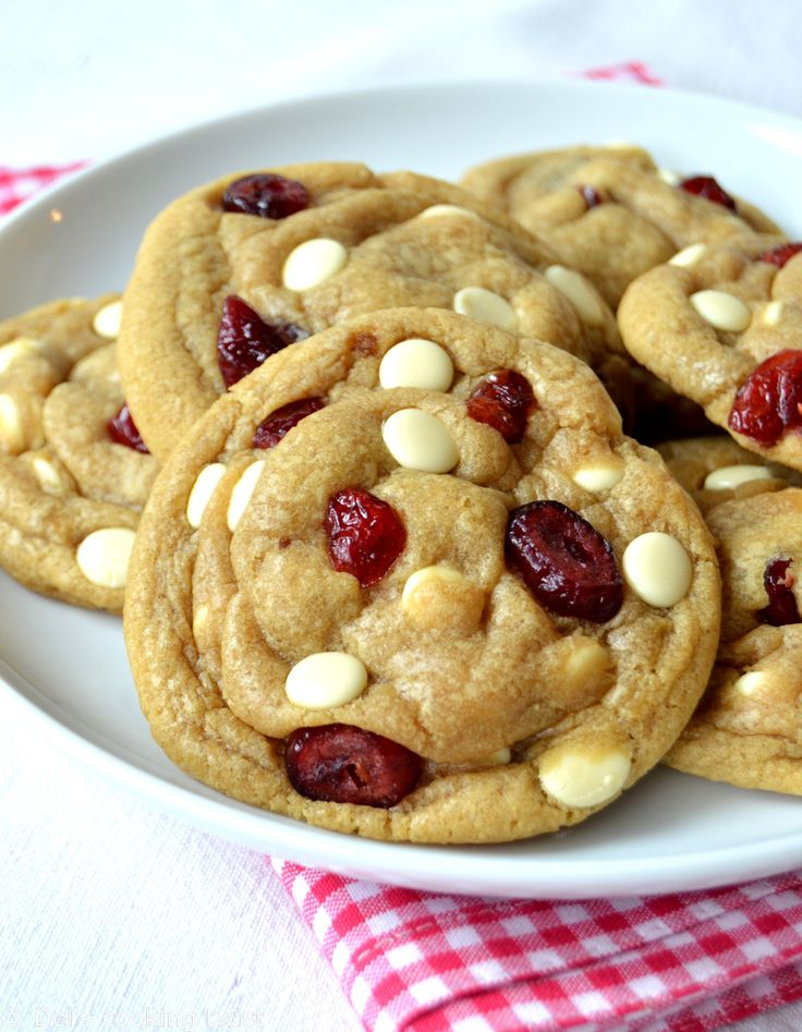 Cela fait un bon moment que j'ai envie de me lancer dans la préparation de cookies au chocolat blanc et aux canneberges, mais à chaque fois je finis par réaliser marecette de cookies classiq…