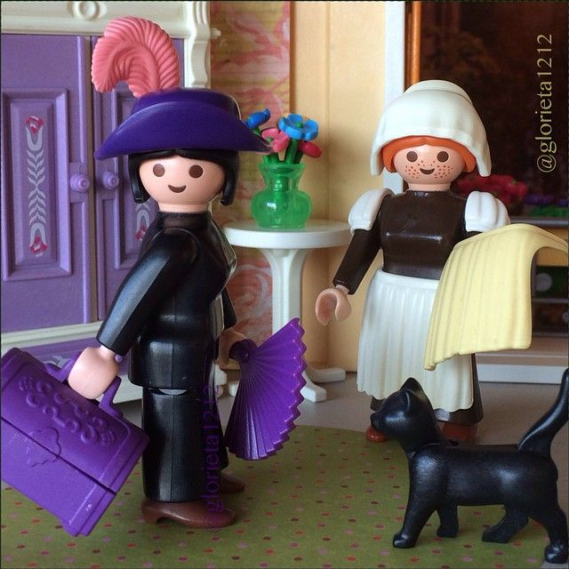#playmobil #playmobilhistory #fashion #cat #catwalk #ig_toys #toyphotography #clicks #chic #fitting #hat #handbag #purple #violet #frenchstyle #france #g12 #Victorian #vintage #toylovers #toysoftheworld #