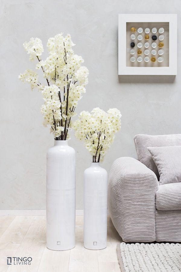 Wunderschöne, edle Bodenvasen GLACE aus Keramik mit künstlichen Kirschblütenzweigen.