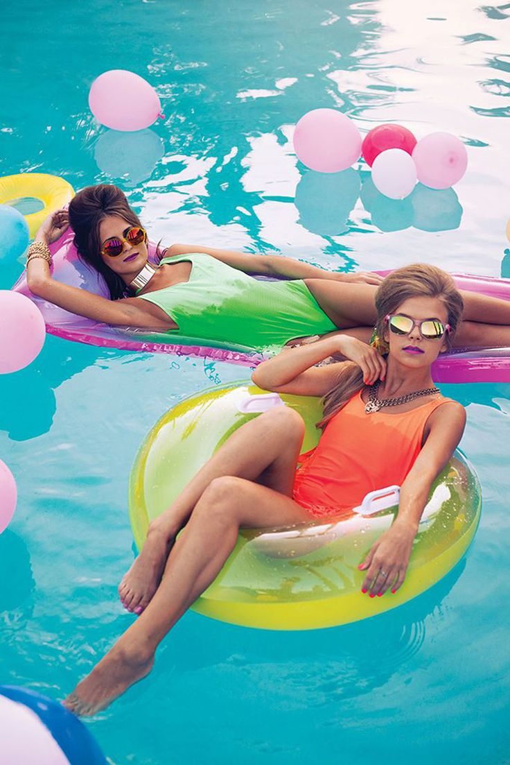 Pool party: decorations, outfits and tips for a chic event