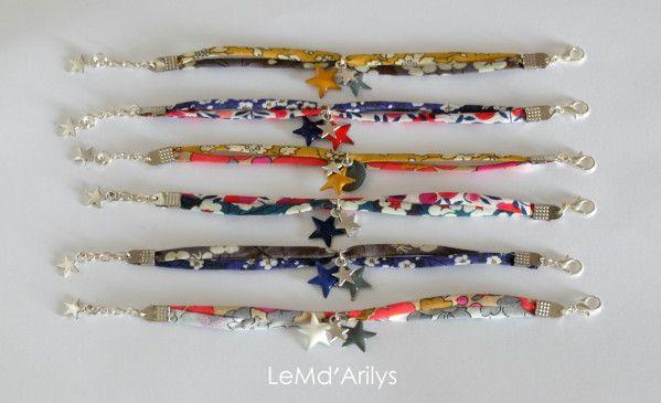 Fabrication de bracelets, mélanger les matières, liberty, suédine, métal argenté, et toujours des petites étoiles. Les futures ventes privées se préparent.