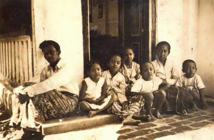 Potret sebuah keluarga , Palur Solo 1940an