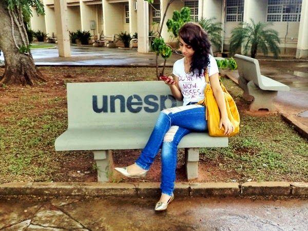 Laiali Safa: Look do dia: Jeans rasgado, camiseta personalizada...